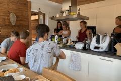 Auch die Küche verträgt mehrere Köche (Ob das für's Essen gut ist?)